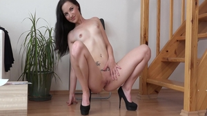 Czech babe Nicole Vice demonstrates natural tits