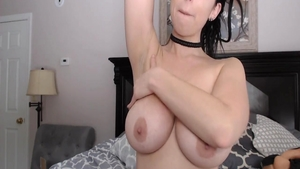Super sexy babe pussy eating live on cam